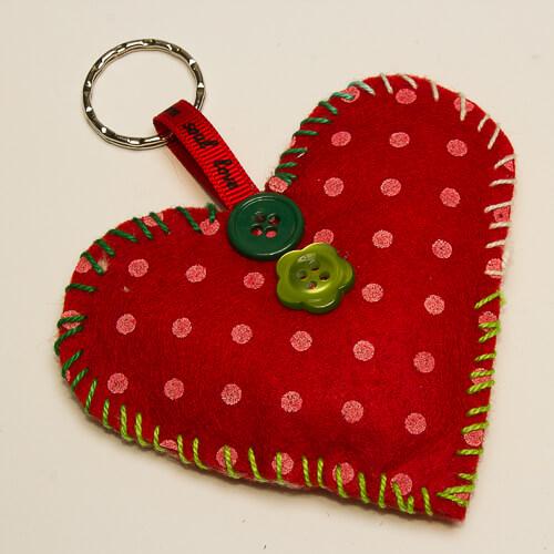 llavero-corazon-rojo-artesanal-centro-ocupacional-tres-cantos